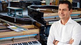Miliardář Komárek koupil klavíry Petrof, které odmítli Číňané. Daruje je českým školám