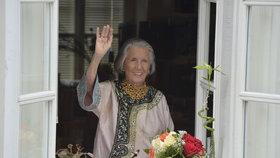 Meda Mládková oslavila 101. narozeniny. Na Kampě jí připil zástup celebrit, dort dostala do bytu