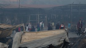 Tábor zapálili mladí migranti, tvrdí Řekové. Část uprchlíků převezme Německo