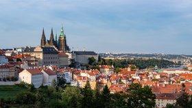 Tlačenice na Pražském hradě se zatím nekonala. Do otevřených zahrad přišlo méně lidí, asi kvůli počasí