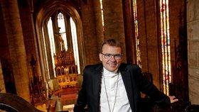Pozitivní test má i plzeňský biskup Holub. Využil samotrasování a šel s kolegy do karantény