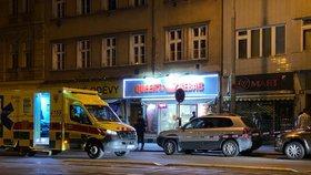 Postřelená žena na Žižkově! Do potyčky se zapletl policista, ukradli mu zbraň. Podezřelého policie chytla