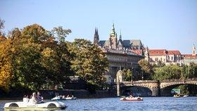 Praze bude vládnout slunný podzim. Ke konci týdne se výrazně ochladí