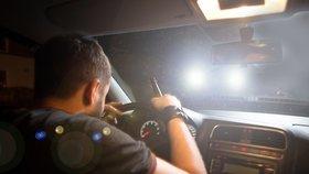 Čtyři promile pod kůží! Řidič (40) proháněl audi po Horních Měcholupech, byl namol a zfetovaný
