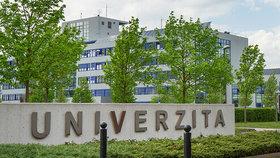 Nová opatření na Plzeňsku: Univerzita jen distančně, na venkovních akcích roušky