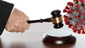 Za porušení karantény tříletý trest: Žena s koronavirem jela taxíkem a šla do obchodu