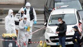 Útočník z Paříže chtěl podpálit bývalou redakci Charlie Hebdo. Úřadům lhal o věku