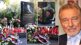 Gottův (†80) hrob zahltily svíčky a vzkazy: Trapas s věncem od prezidenta a tajemná šifra!