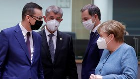 """Babiš na debatu ČT spěchal z Bruselu, po """"řeži"""" letěl zpět. S lídry řeší i koronavirus v EU"""