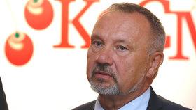 Šéf poslanců KSČM Kováčik leží ve vážném stavu v nemocnici. Měl propadnout střechou