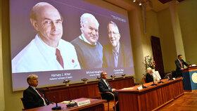 Nobelovu cenu za lékařství získali dva Američané a Brit. Objevili virus žloutenky typu C