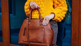 Co o vás vypovídá to, jak nosíte kabelku? A kolik váží průměrná kabelka české ženy? To vás překvapí!