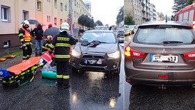 Ve Zlíně srazilo auto maminku se synem přímo na přechodu! Oba skončili v nemocnici