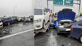 Hromadná nehoda na D10! Srazilo se pět aut, vážně zraněnou ženu (65) vyprostili hasiči