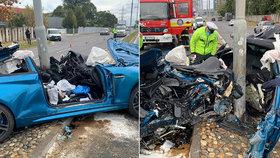 Luxusní vůz se rozpůlil o lampu: Řidiče hasiči našli až na zadním sedadle, zázrakem přežil