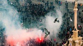 Vřava na Staroměstském náměstí: Policisté zadrželi 144 lidí, dva demonstranty obvinili!