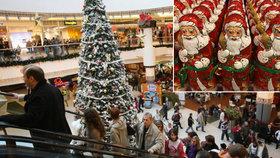 Do obchodů míří Vánoce: Figurky už teď, koledy za pár dní. Jak dárky ovlivní covid?