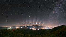 Neuvěřitelná podívaná. Fotografové z Česka a Slovenska zaujali v NASA, snímek komety je fotkou dne