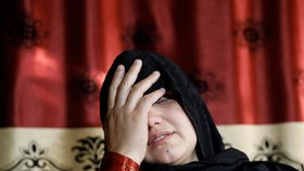 Ženě (33) vypíchli oči, protože pracovala u policie. Brutální útok si objednal její otec