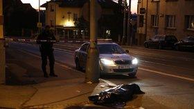 Děsivý nález v Zenklově. Policisté při pochůzce objevili tělo na chodníku