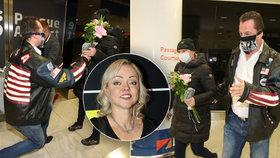 Dominika Gottová zpátky v Česku! Na letišti čekal nový ctitel s dary!