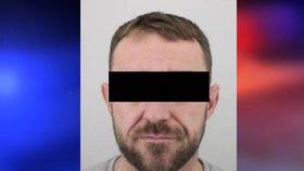 Nenapravitelný muž s mimoněm: Hojně trestaný recidivista se sám přihlásil policii