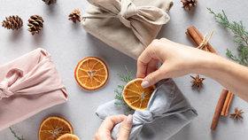 Zapomeňte na balicí papír. 5 rad, jak originálně a levně zabalit vánoční dárky