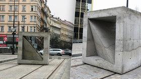 """Nová socha v centru Prahy: Betonový kvádr budí emoce! """"Stavaři tam zapomněli materiál?"""" diví se lidé"""