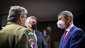 10 miliard pro armádu: Vláda peníze slíbila vrátit, je ale ticho po pěšině. Babiš mlčí
