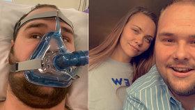 Mladík (20) se kvůli koronaviru ocitl na pokraji smrti: Bojuj ještě další den, prosil ho táta
