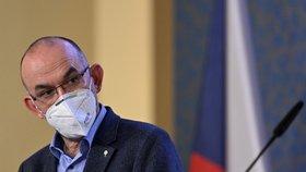 Blatný řekl detaily o očkování a zkritizoval dav seniorů v Bulovce. A zpřísňovat se nebude