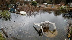 Británie čelí ničivým záplavám: Evakuace tisíce lidí, někteří ale odmítají kvůli covidu