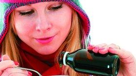 Přírodní sirupy proti kašli: Vyrobte si bezový, medový nebo česnekový