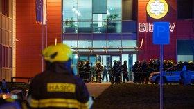 Požár ve výzkumném ústavu u Prahy: Hořela laboratoř s chemikáliemi! 10 jednotek hasičů a 2. stupeň poplachu