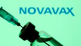 """Vakcínové """"dostihy"""" pokračují: Novavax má účinnost skoro 90 procent, zabírá i na mutace"""