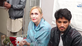 Češka (65) odletěla do Pákistánu, aby se provdala za zajíčka (23): Chybí mi domov, přiznává