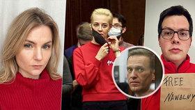 """Červená vlna"" na podporu Navalného a jeho ženy: Rusky oblékly červené svetry"