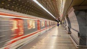 """Tradiční velikonoční výluka na """"céčku"""": Metro nepojede mezi stanicemi Muzeum a Pražského povstání"""