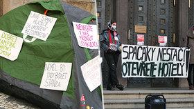 """Deset mrtvých bezdomovců v Praze. """"Spacák nestačí, otevřete hotely,"""" vyzývají aktivisté politiky"""