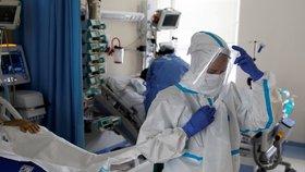 V Maďarsku a Polsku umírají lidé nejvíc od začátku pandemie. Nápor na zdravotnictví stoupá