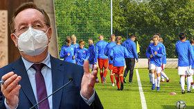Sportovci se vztekají: Arenberger po obratu nechce pustit děti k tréninku na hřišti, omluvil se