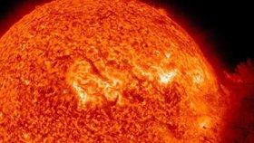 Hrozí konec světa? Vědci se chystají na sluneční bouři, která by vymazala veškerou moderní techniku