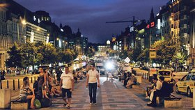 Divočina na nočním Václaváku: Lehké děvy tu vystřídali homosexuální prostituti