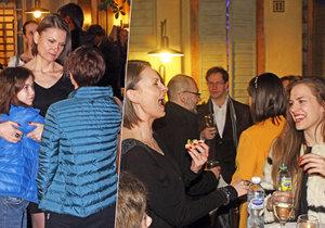Rozjetá Klára Melíšková na party s dcerou: Cpala se chlebíčky a smíchy se lámala v pase!