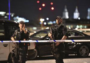 Policie postřelila v Londýně civilistu. Na útočníky vypálila 50x