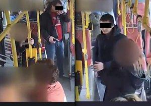Střelec z autobusu na Smíchově zemřel. Dva cizinci ho brutálně zmlátili, jsou obvinění z vraždy