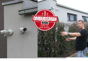 Pod kontrolou exekutora: Majitel domu si na něj umístil kamery, ale to se nelíbí jeho sousedovi!
