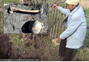 Šokovaný muž vykopal kosti svého předchůdce: Sekyrou ho zabila ho manželka