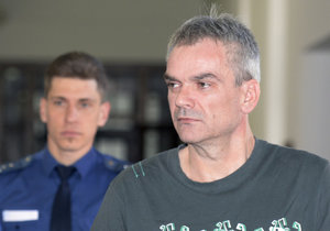 Zabil mladíka (†21) a zneužil holčičku (7): Jaromír Šmídek dostal 28 let