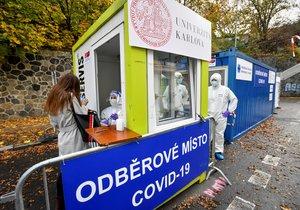 Ve Studničkově ulici na pražském Albertově bylo 13. listopadu 2020 otevřeno další odběrové místo, kde se mohou lidé nechat otestovat na nemoc covid-19.